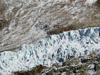 Die Albert der Erste Hütte hinter dem Tour Gletscher
