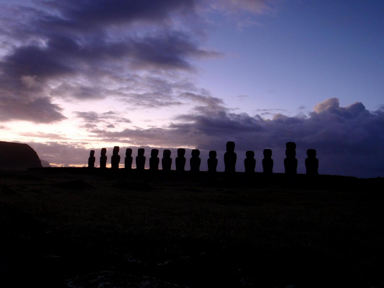 Ahu Tongariki - Lever de soleil - Ile de Pâques