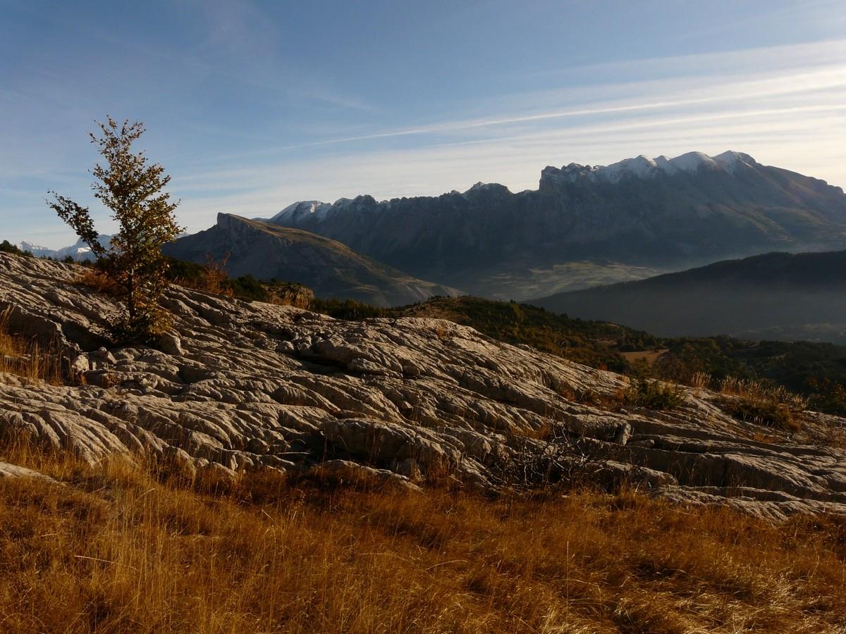Lapiaz devant la Montagne de Faraut