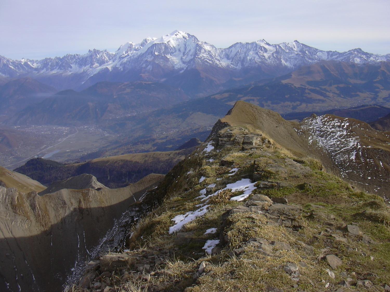 L'arête de la pointe de Tardevant et le Mont Blanc