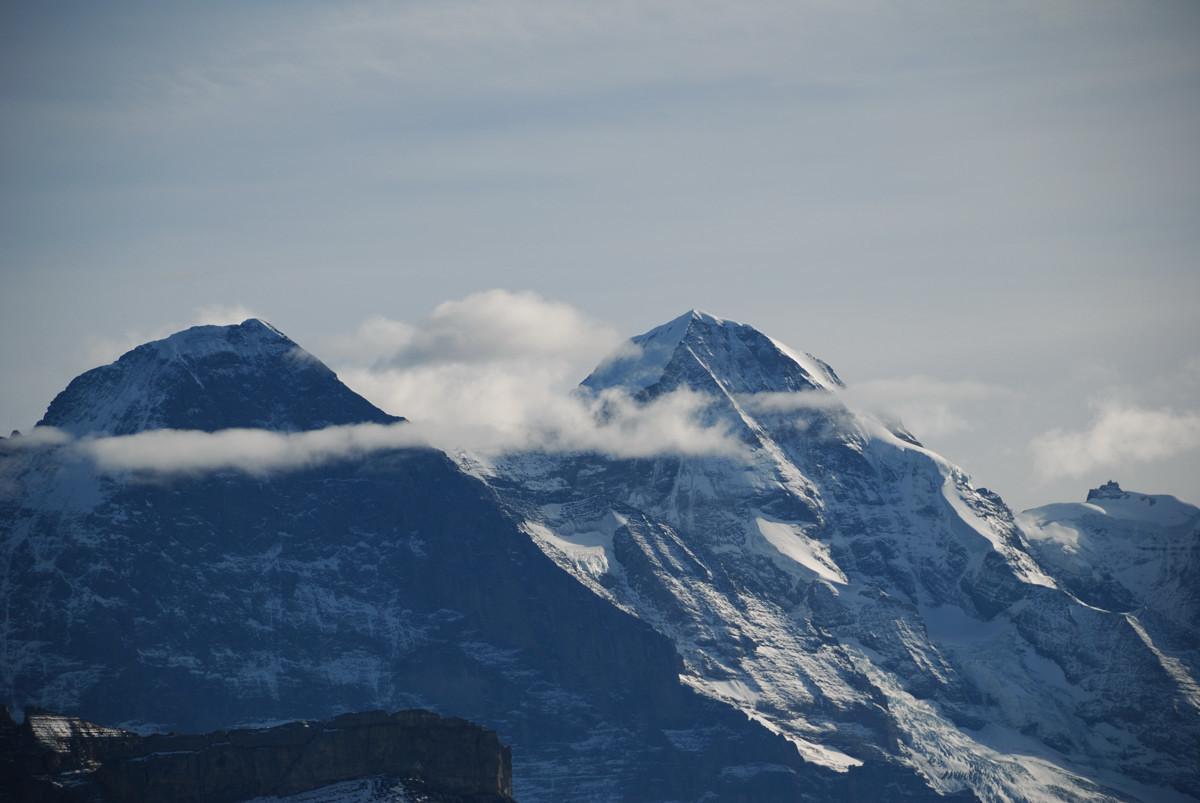 Eiger et Mönch vus de l'arête du Brienzergrat