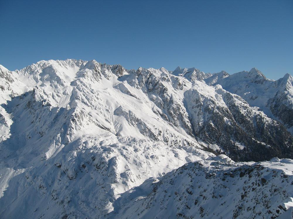 Pointe du Sifflet : du sommet, belle vue vers le Pas de la Coche