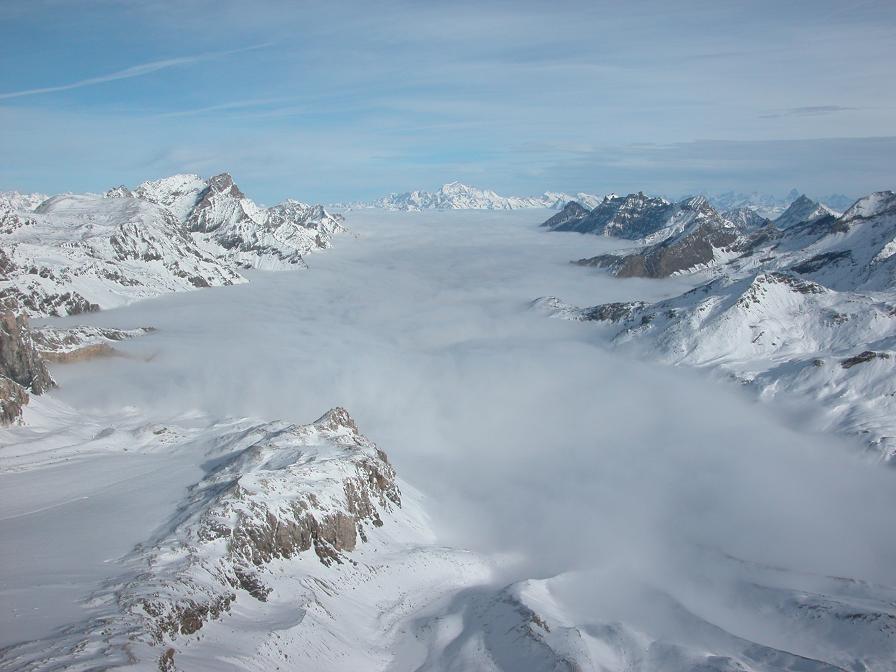 Mer de nuages sur le val de Rhêmes et le val d'Aoste