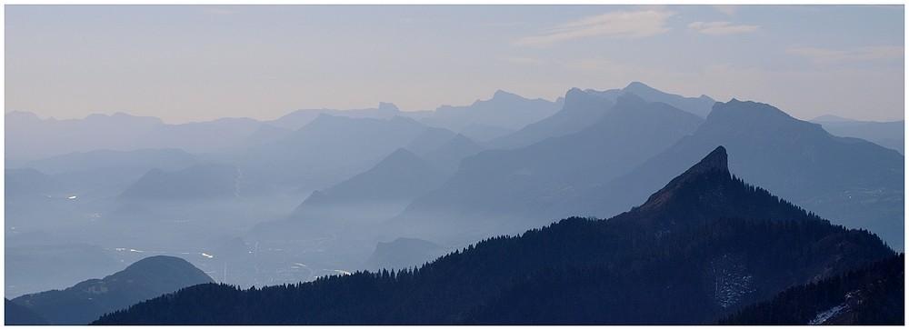 Pinéa, Mt Aiguille et au loin le Dévoluy.