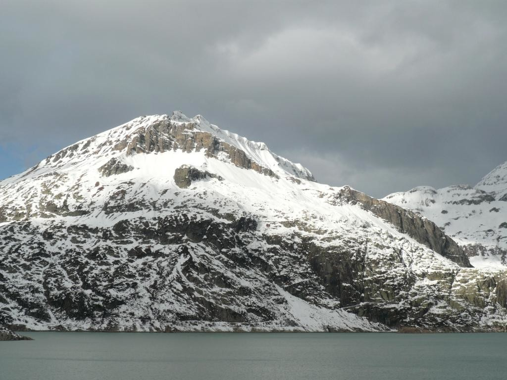 vue sur la pointe de la Finive du barrage d'Emosson