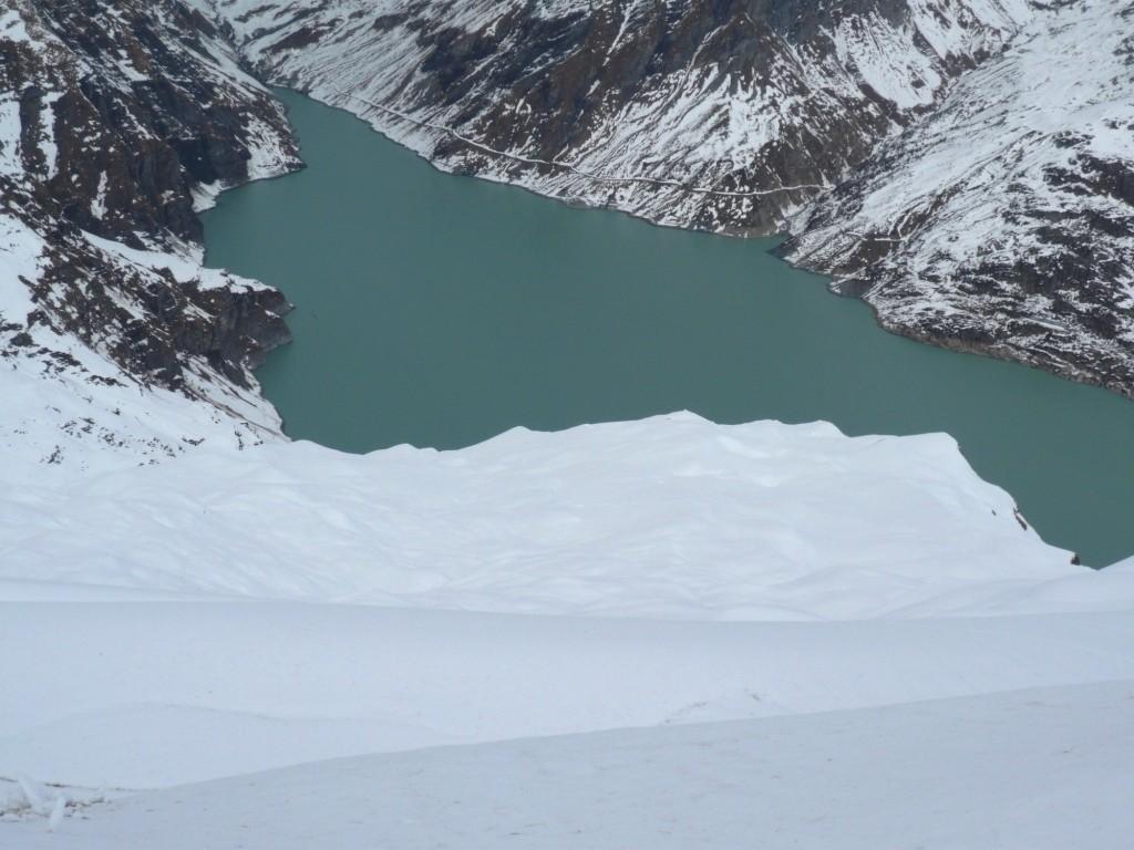 50 cm de poudreuse pour descendre au lac d'Emosson ! Mais non, j'déconne...