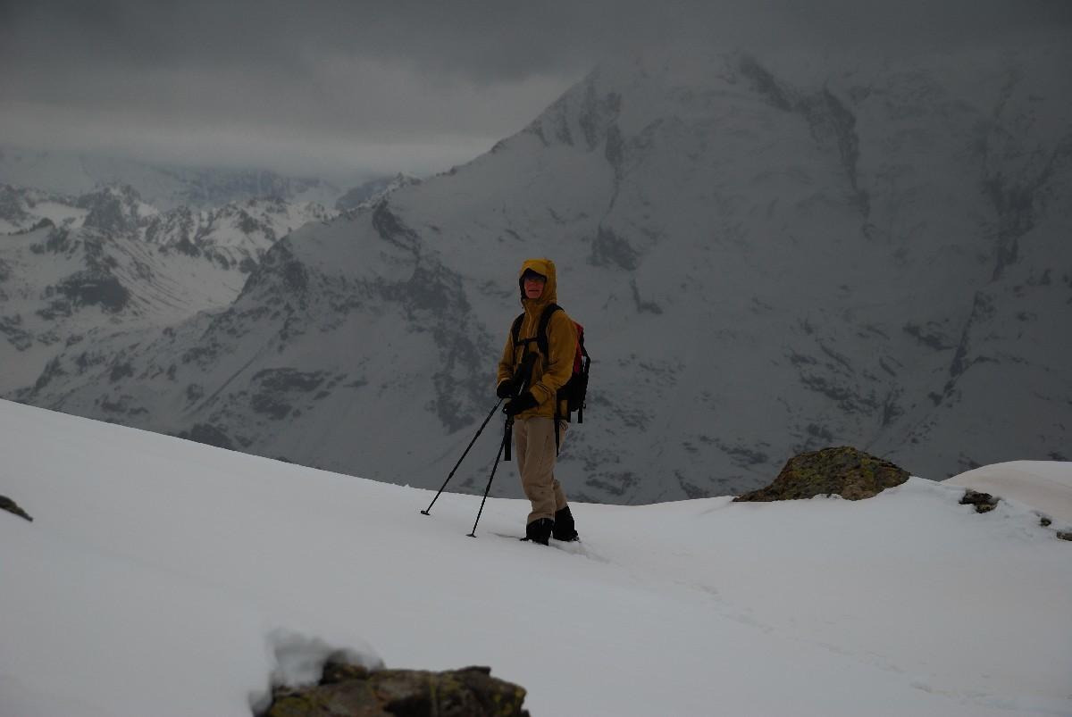 Agnès dans la descente de la Pointe de la Foglietta, vers 2600m