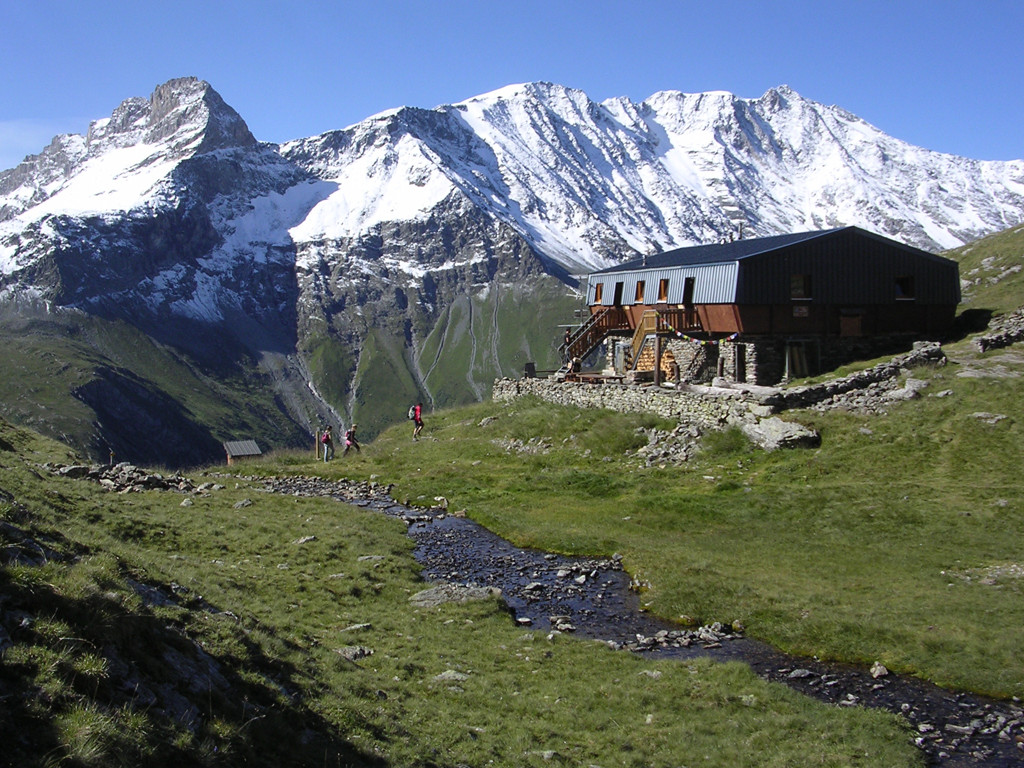 refuge du Mont Pourri, l'Alliet et Bellecote enneigés