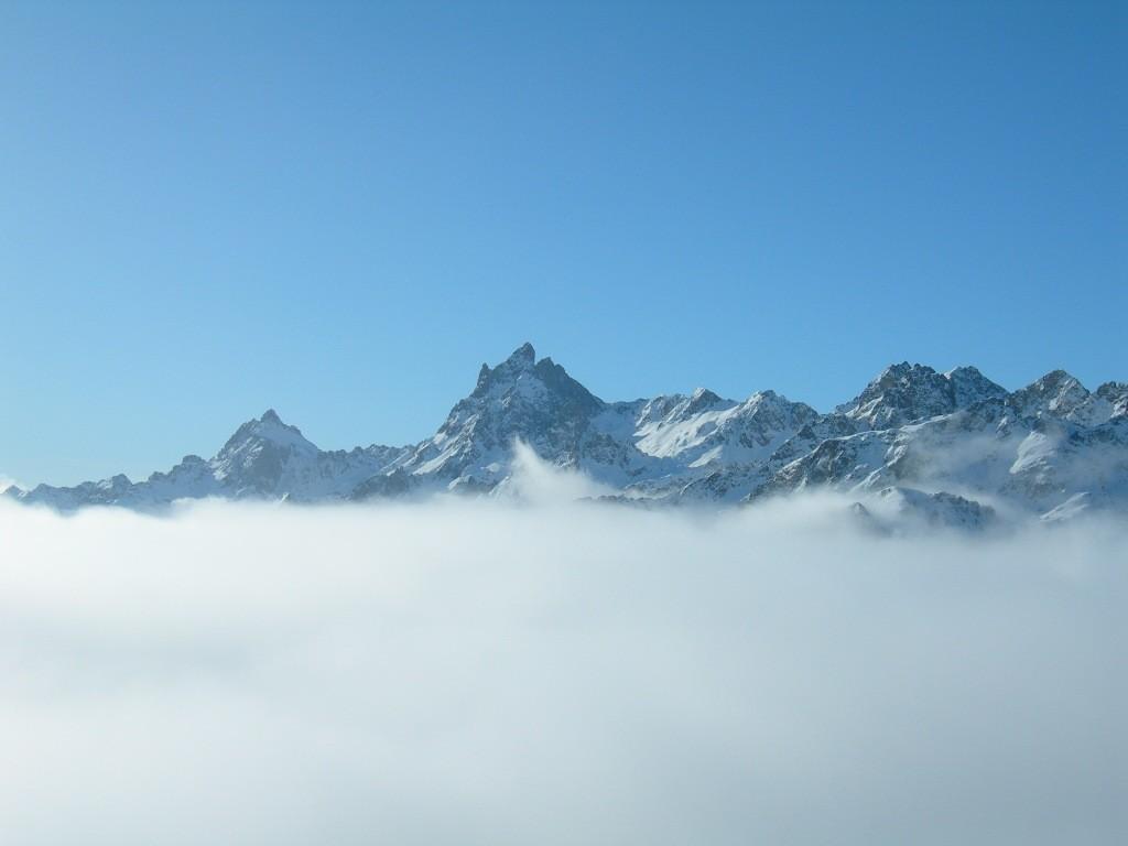 Tout juste au dessus de la mer de nuages
