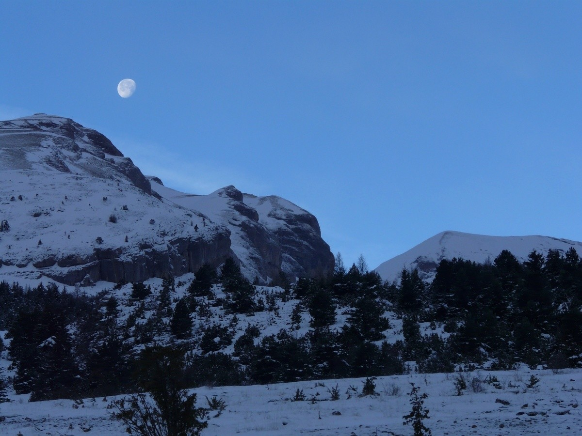 Moon on the Clape ridge