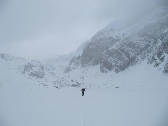 L'itinéraire le plus sécurisant reste de passer sur le lac, mais seulement par période de grand froid !