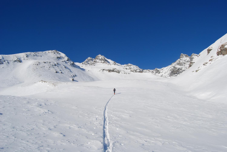 Il vallone che sale verso il Pizzo Latta, al centro i Piz di Pian 3158 m