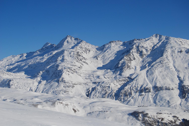 La costiera dal Pizzo della Palù a N sx, al Monte Mater a S dx, vista dal Pizzo Latta 2598 m.
