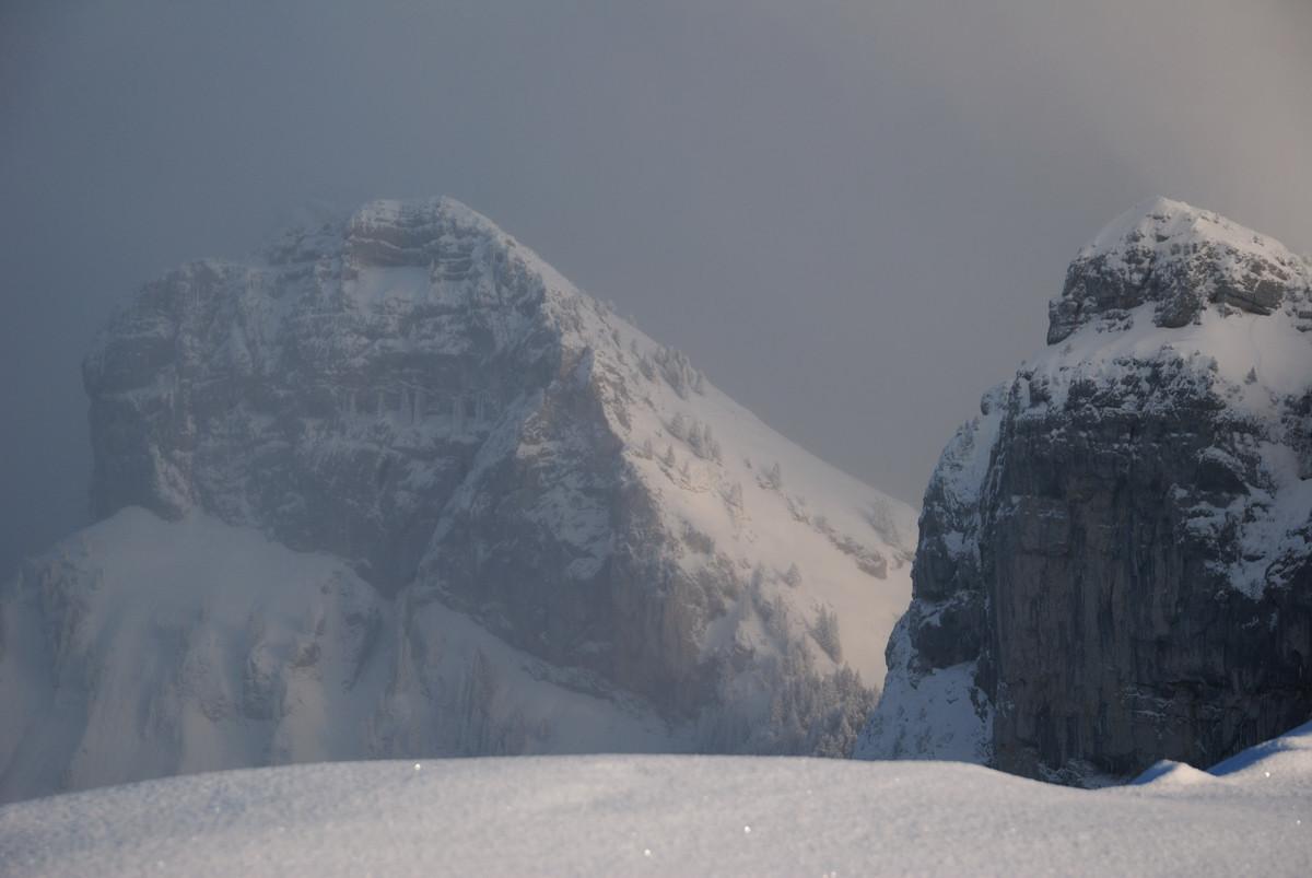 Du sommet de Sous-Dine, vue vers Roche Parnal