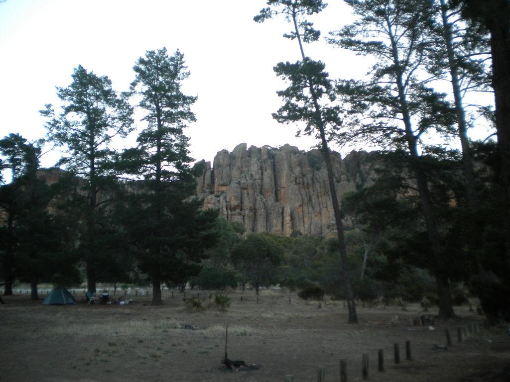 "Secteur des ""Organ Pipes"" vu du campground ""The Pine"""
