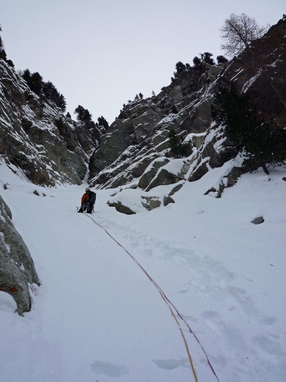 La pente neigeuse menant au second ressaut de Lillaz Gully