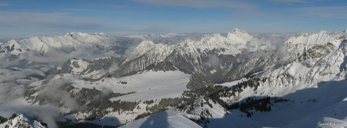 Vue panoramique sur les préalpes depuis le Pic Chaussy