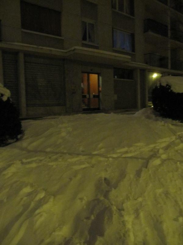 Je rechausse pour les derniers mètres à ski de la journée, devant chez moi...