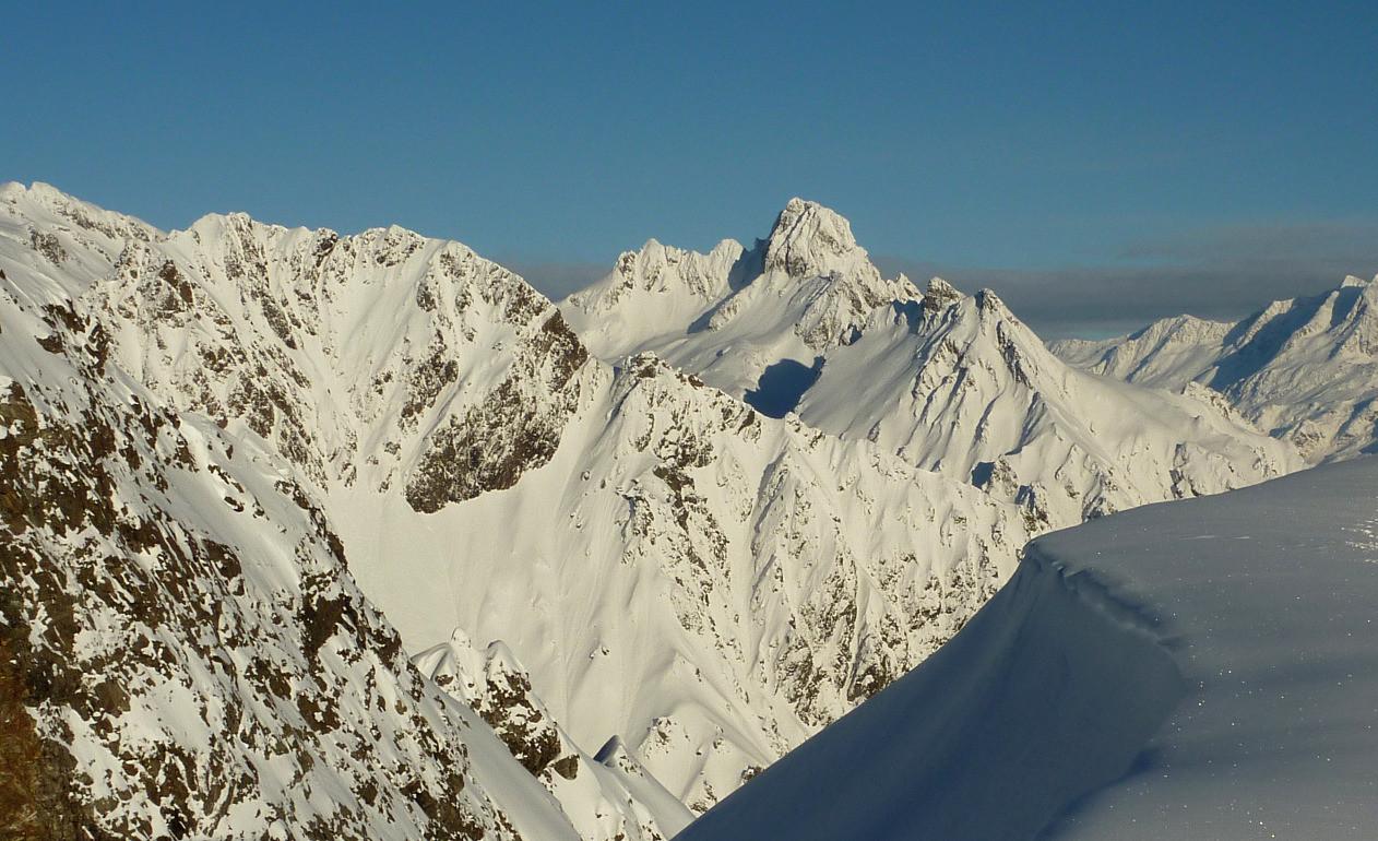 Grande Lance d'Allemont derrière le Pic de Mirebel