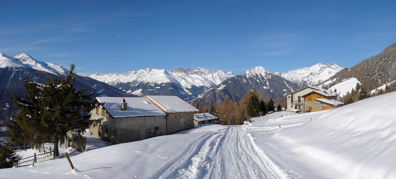 Pian della Gallina: sullo sfondo lo scenografico insieme dei Monti di Val Grosina