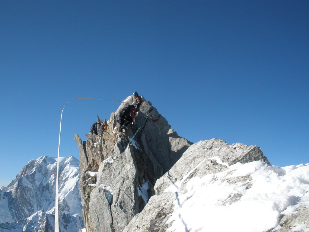 Mise en place de la highline en haut de la dent du Géant