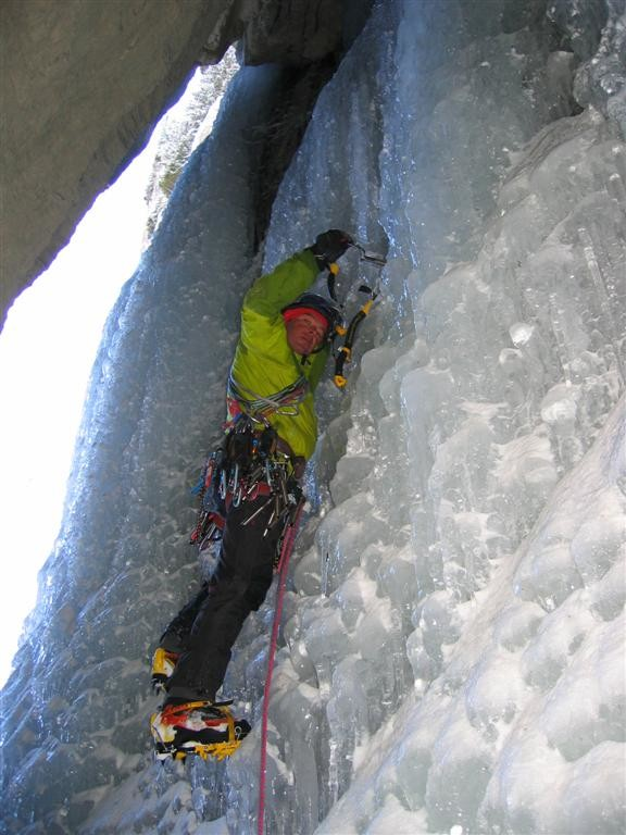 cascade du Dard : départ 2è longueur dans la grotte