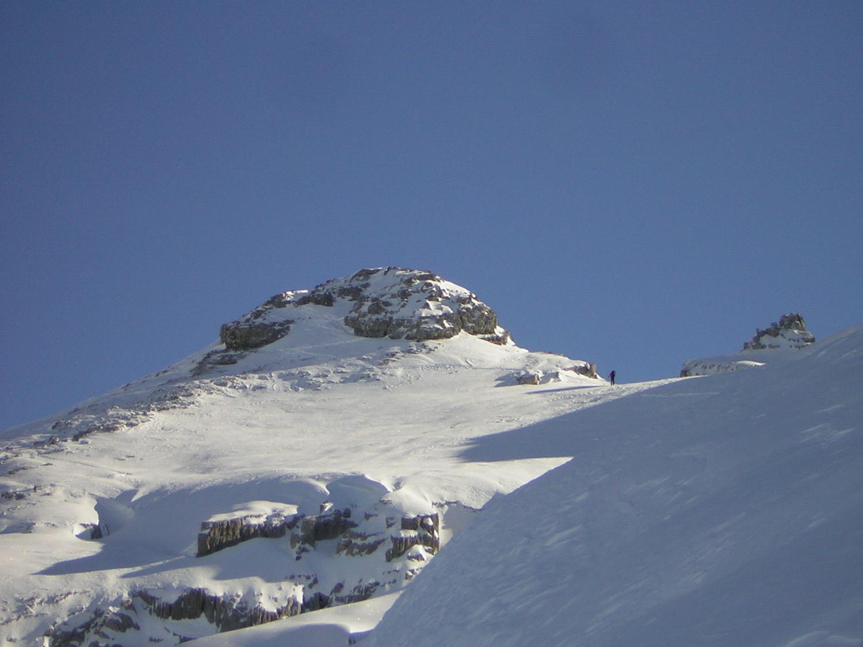 Un autre solitaire arrivant au sommet