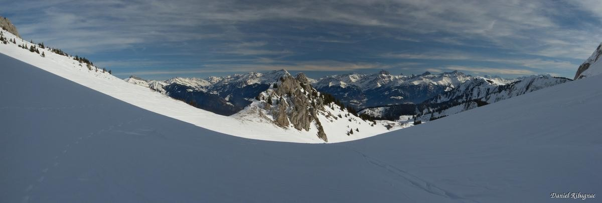 Col de Sevan sous le Linleu, vue sur les Alpes vaudoises