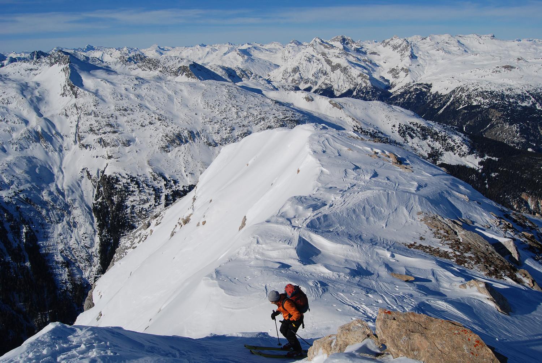 Arrivo in cima al Piz la Mazza 2815 m, con vista verso W.