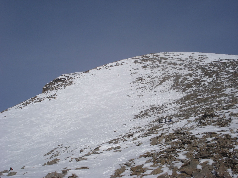 Les pentes soufflées et gelées qui mènent au sommet du Wildgärst