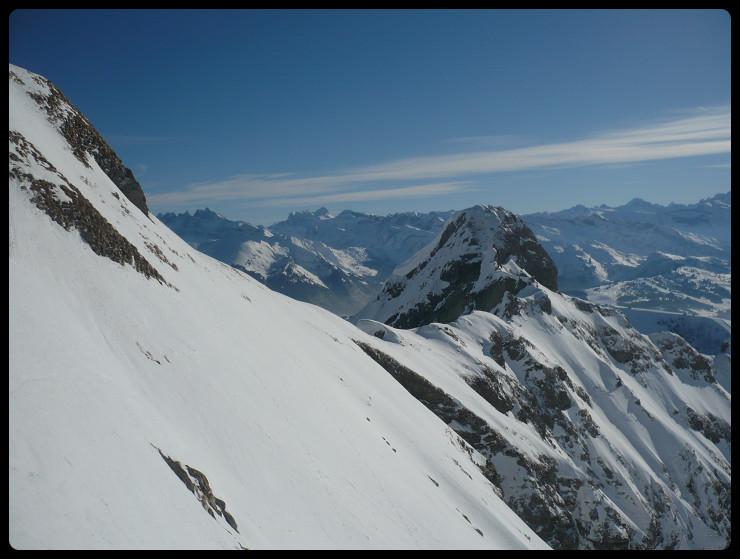Dans le haut de la face Sud, au niveau du sommet Est du Roc, il est temps de cramponner