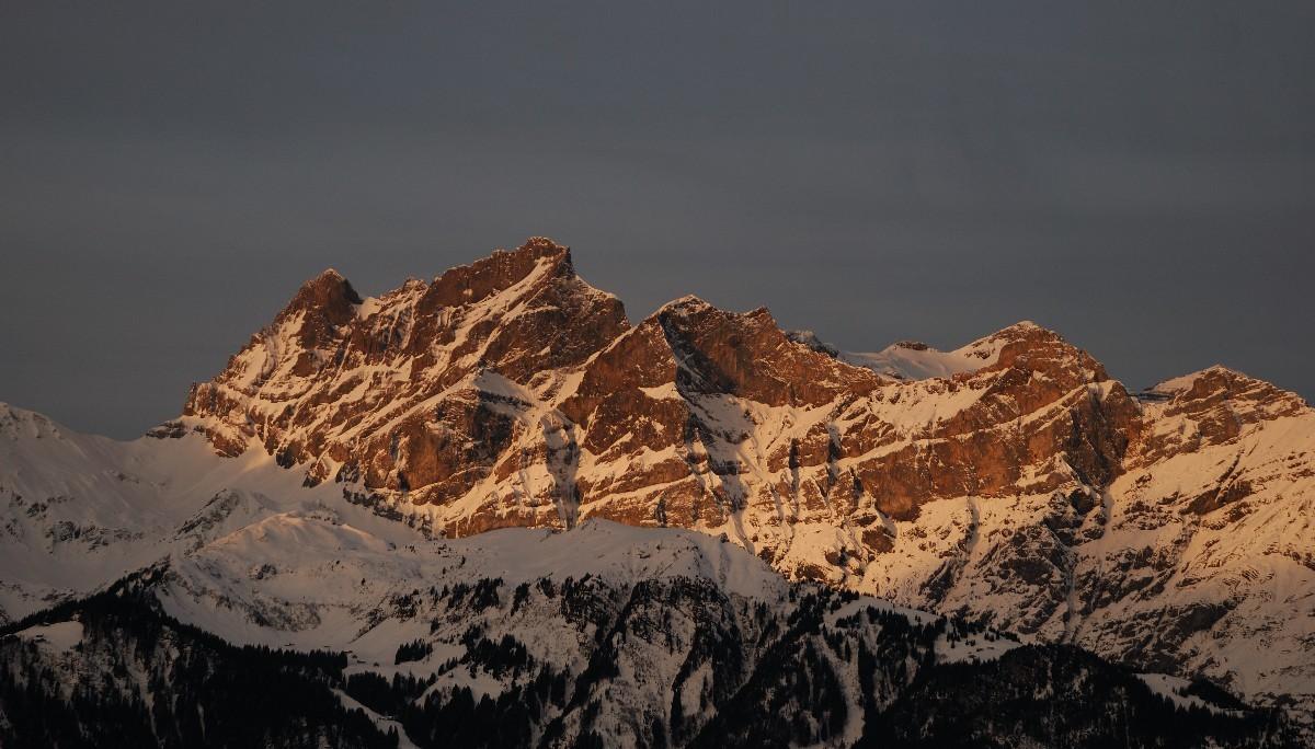 Brunnistock (2950m) vu de Haldi (Uri)