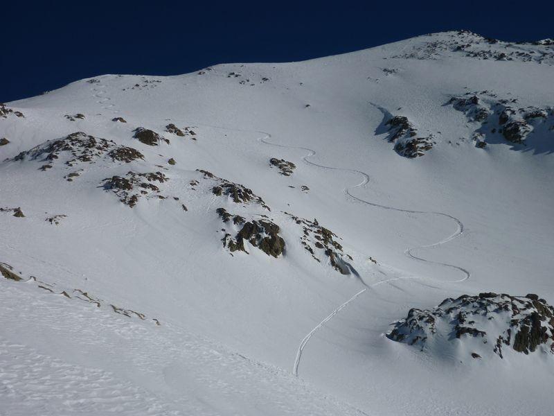 Bonne neige en combe