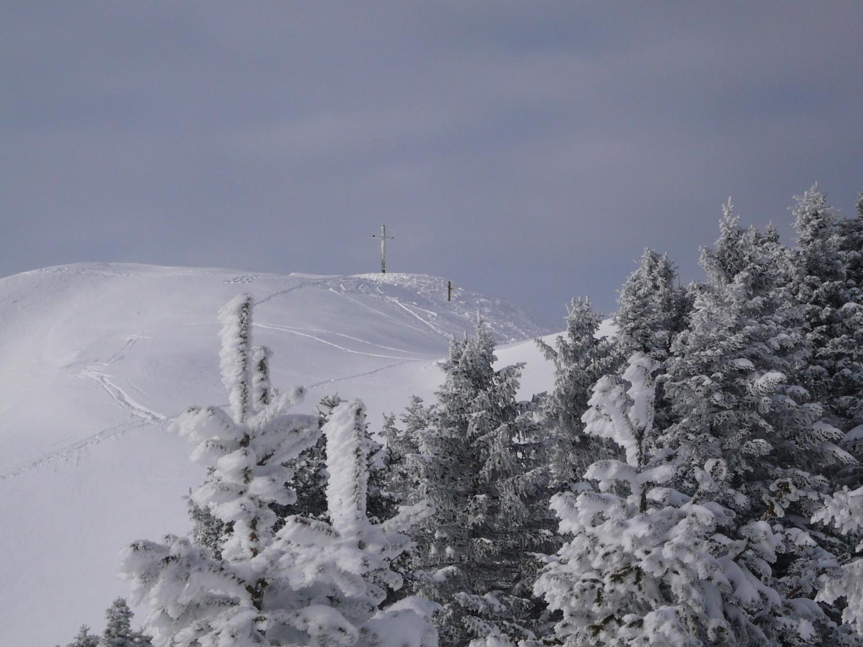 Sommet du petit Som plein de neige.