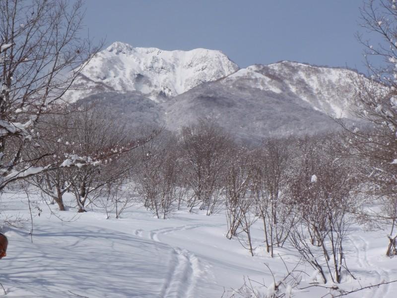 Le Myoko-san en avant plan à droite