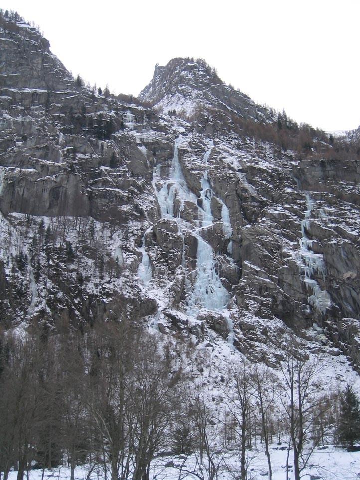 Val di mello - versant nord, au milieu du vallon