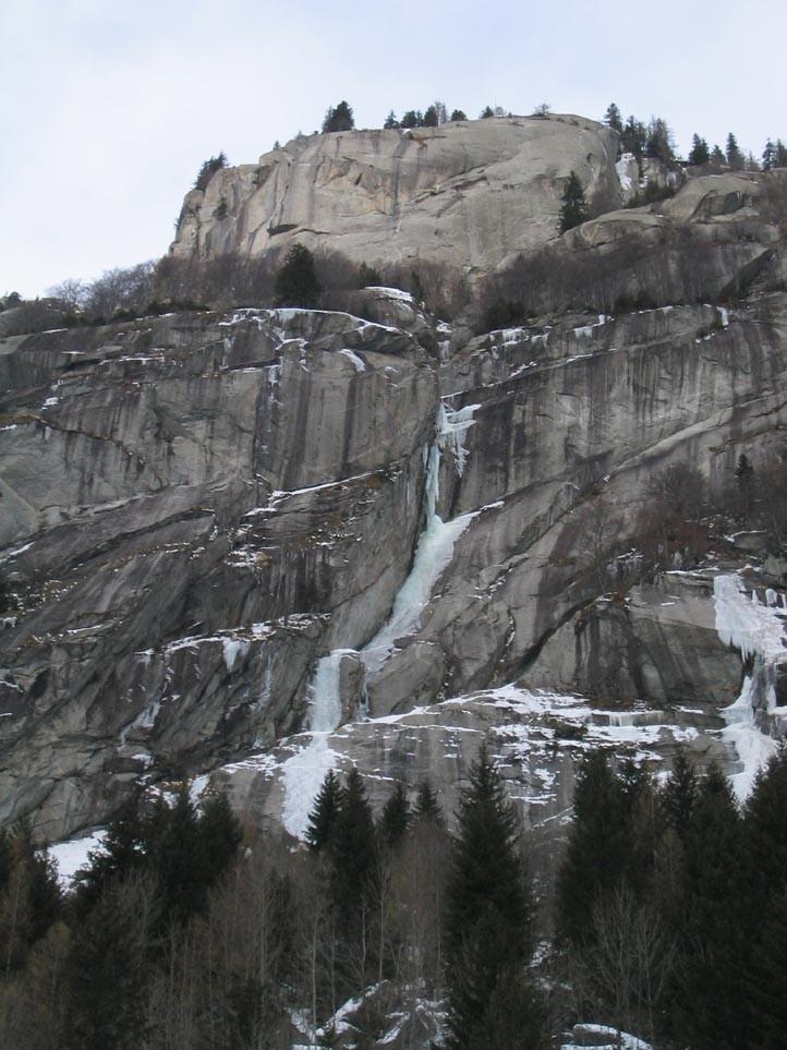 Val di mello - versant sud, au milieu du vallon