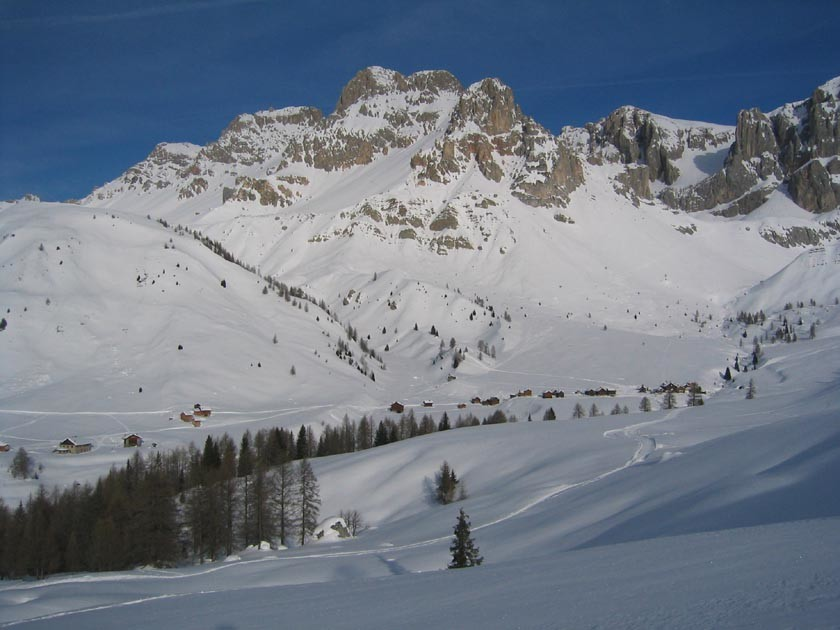 Hameau de Fociade et Rifuggio Fuciade en contrebas à gauche lors de la montée