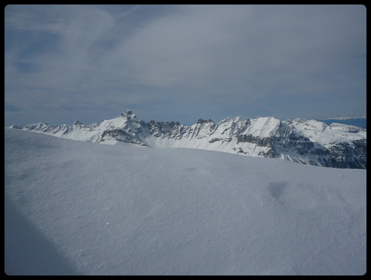 Après le combat pour atteindre le sommet, Quatre Têtes, Pointe Percée et Pointe d'Areu