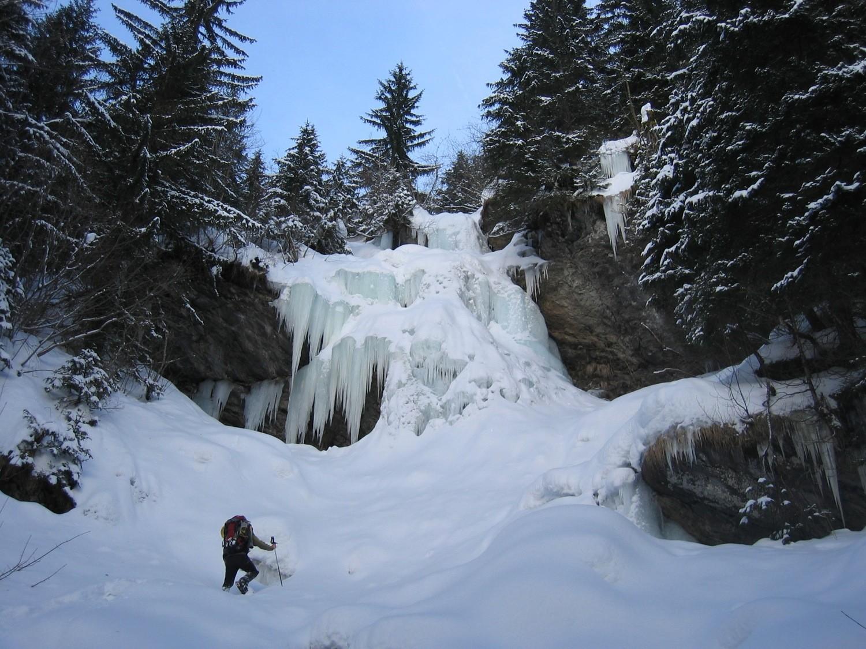 La cascade était pas mal enneigée à notre arrivée