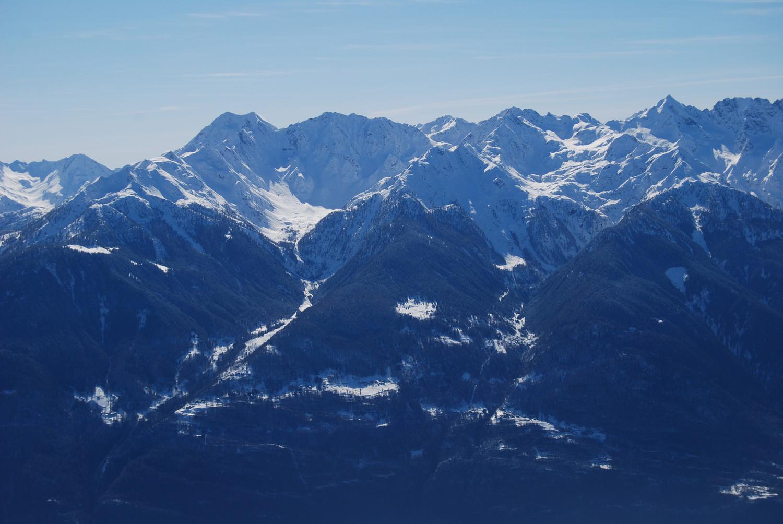 La Valle di Caronella e di Bondone  a dx, viste dal Piz Cancan 2435 m.