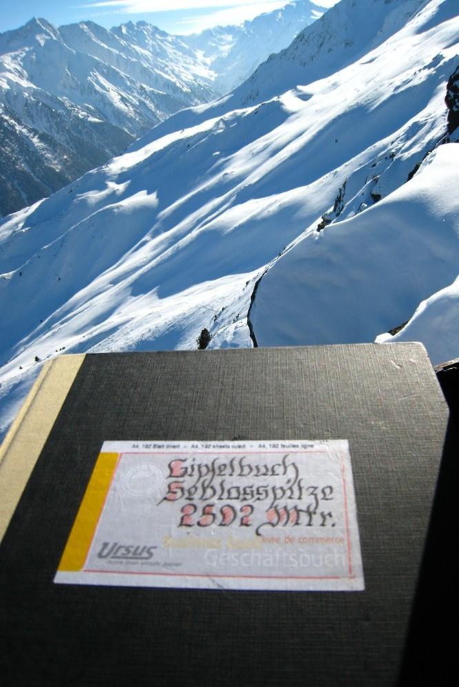 Livre du sommet (Gipfelbuch) du Seblasspitze. Noter la diférence d'altitude.