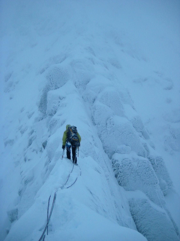 Tower Ridge Arête neigeuse avant le Gap