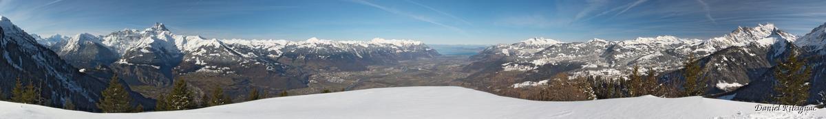 Vue panoramique sur la Cîme de l'Est, les Cornettes de Bise, le Léman et préalpes vaudoises