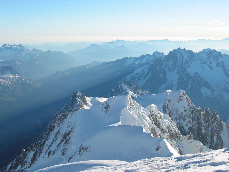 Les aiguilles du Midi et de Chamonix