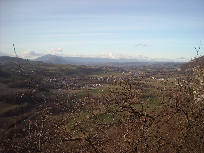 Depuis le bord de la 4ème barre, vue sur la Mandallaz, le Vuache et le Jura.