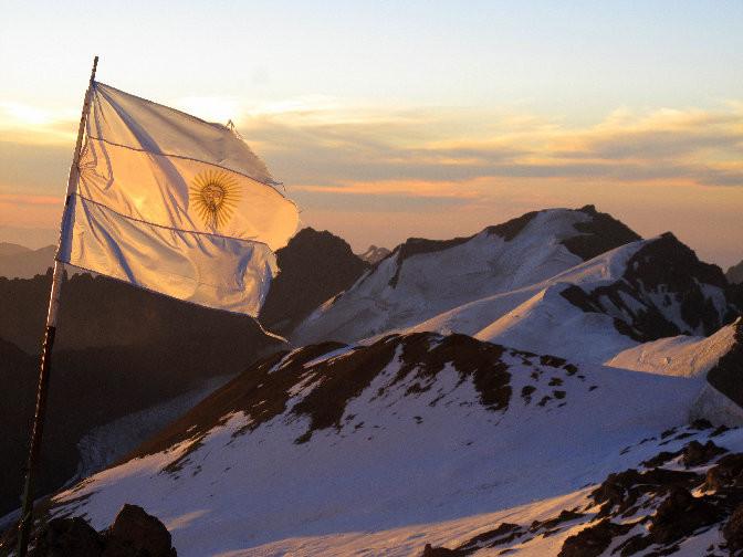 La bandrille argentine sur les pentes de l'Aconcagua