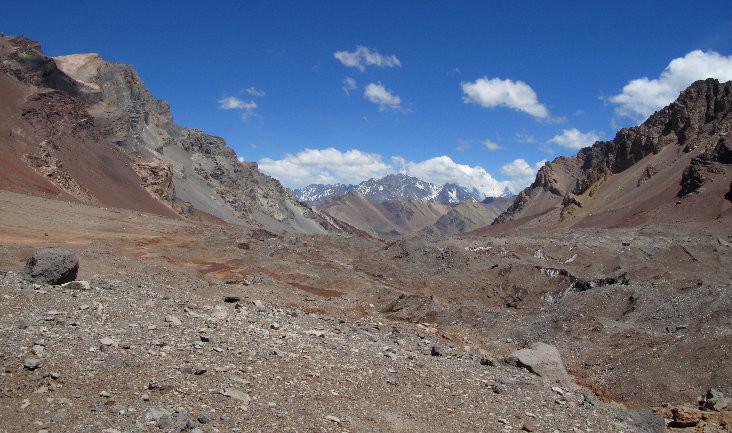 Le glacier couvert d'éboulis