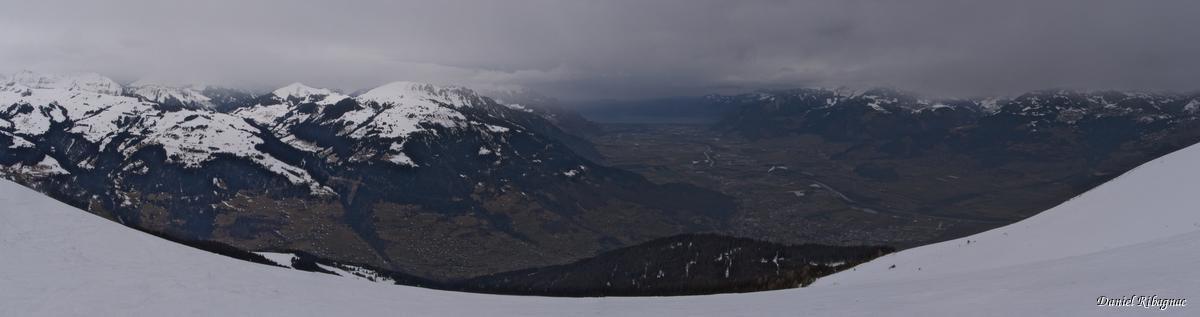 Panorama depuis le Pain de Sucre sur la vallée du Rhône et le Léman