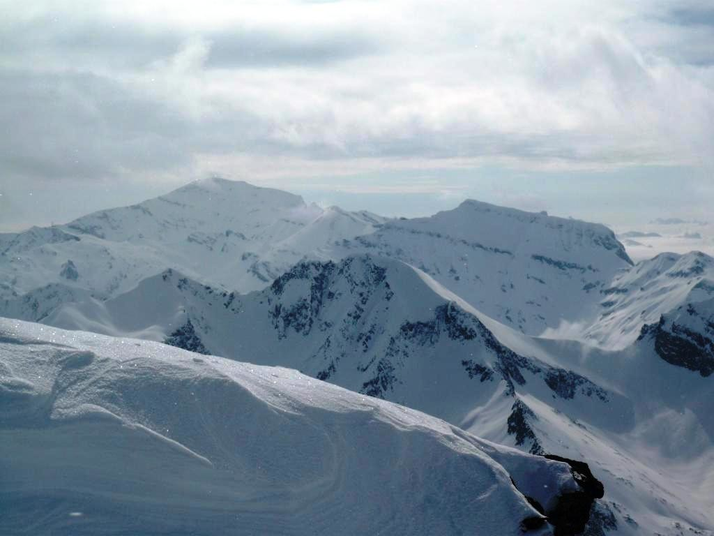 Au fond, Buet, Cheval Blanc et Finive, en avant, les sommets SW et NE du Fontanabran